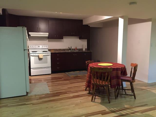 One Bedroom Basement Apartment - Brampton - Leilighet