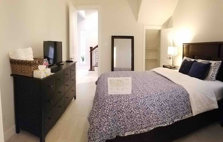 Private Room & Bath in Beautiful new EaDo Townhome