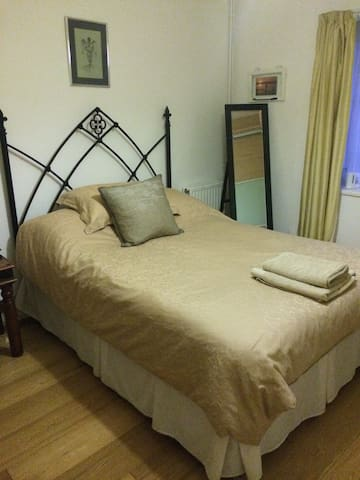 Comfy double room @ The Bungalow - Wallingford - Banglo