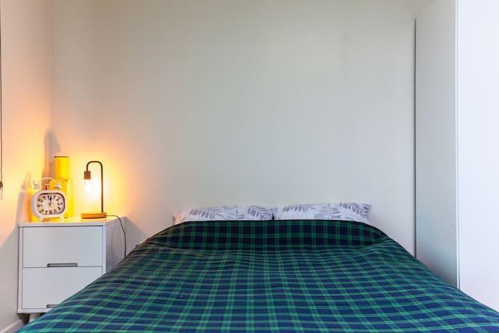 102호 침실입니다.