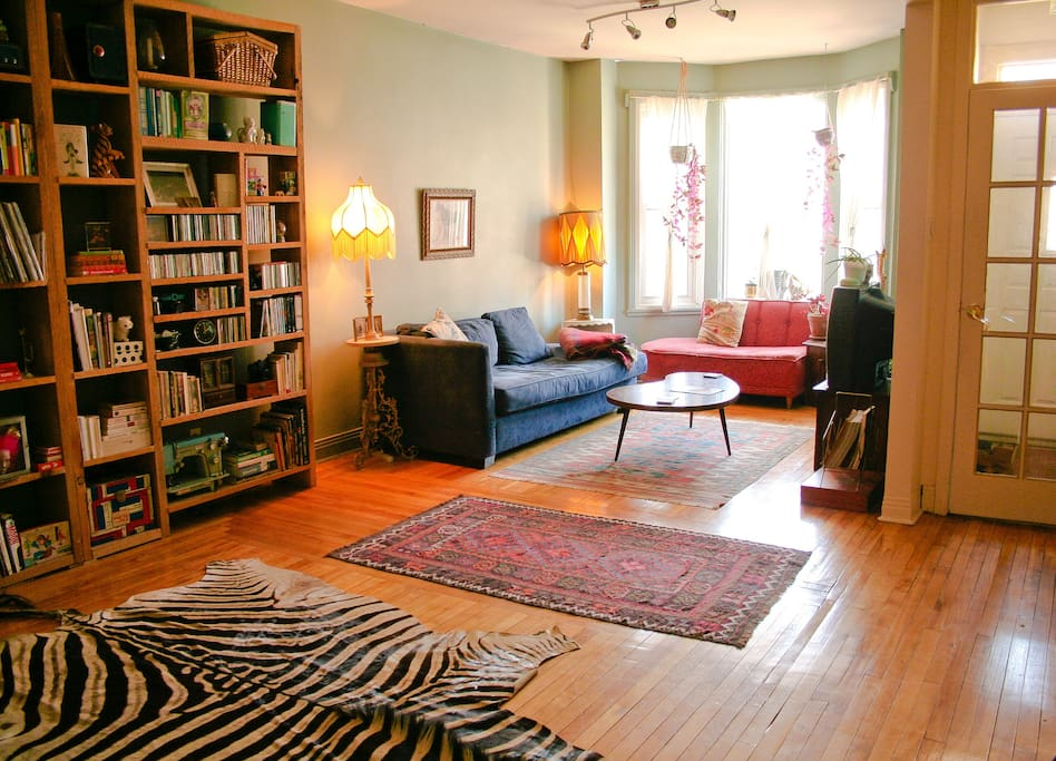 You'll enjoy lazing around in our cozy living room. This is the perfect place to sip on a glass of wine or a cup of tea while you listen to records on our vintage record player.