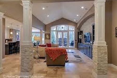 Private Suite in Luxurious home - Happy Valley - Maison