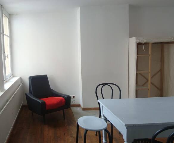 Un studio meubl au coeur de saint etienne appartements - Location appartement meuble saint etienne ...