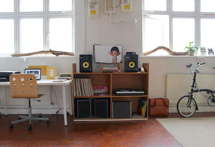 Relaxed&Bright Flat in Converted Warehouse Dalston - Londen - Appartement