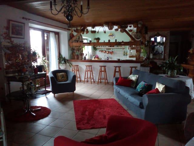 chambre ds ferme restaurée proche Monistrol et Bas