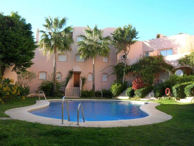 Marbella Beach Apartment  WIFI, TENNIS & POOL