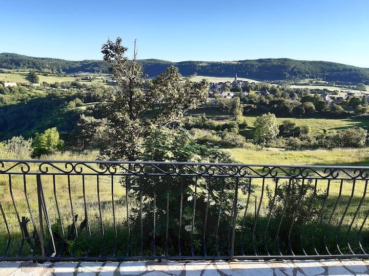 Vacances Aveyron  proche St Geniez d'Olt 16km A75
