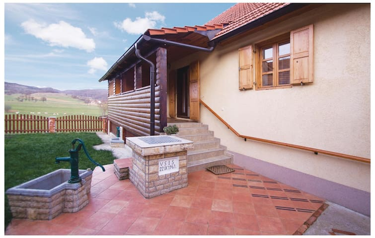 Holiday cottage with 3 bedrooms on 75m² in Brinje