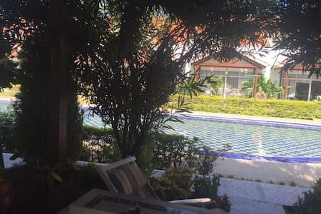 HERMOSA CASA EN GIRARDOT CON PISCINA Y JACUZZI - Girardot - House