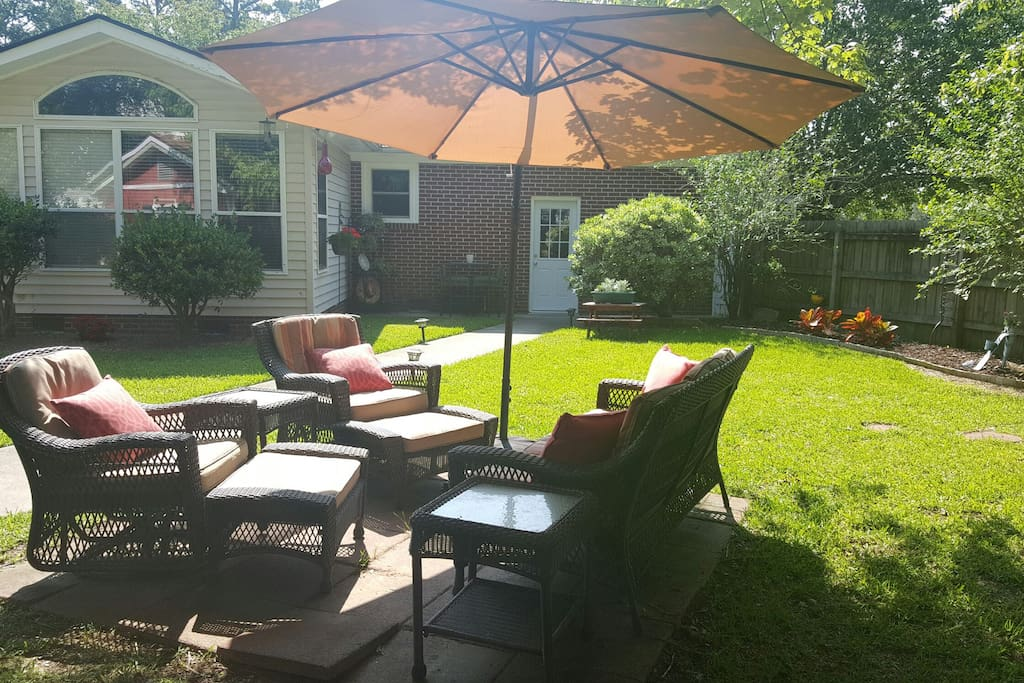 Back of main house and patio set