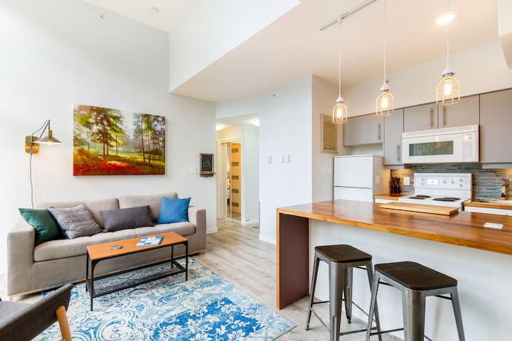 Amazing penthouse apartment right in Whistler Village. Christian and Victoria are lovely hosts too and make you feel right at home with thoughtful touches. We would stay with them/there in a heartbeat!