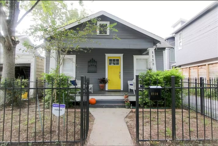 Houston Heights bungalow + backhouse for Superbowl