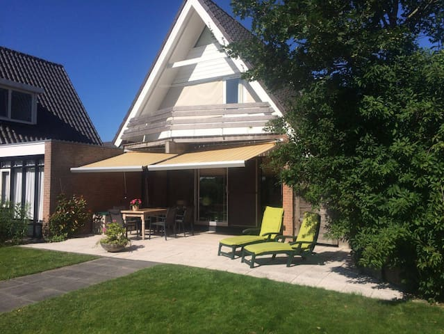 Vakantiehuis a/h water in Friesland - Uitwellingerga - Dom