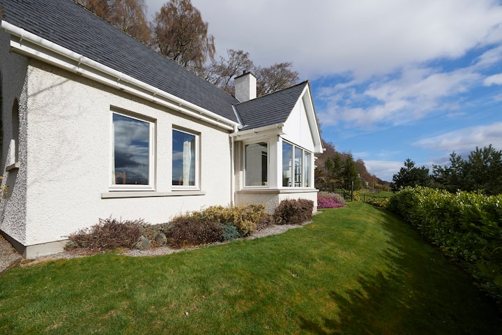 NessSide 1Bed Cottage with fabulous Loch Ness View