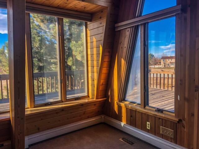 Colorado Layover Lodge Hostel