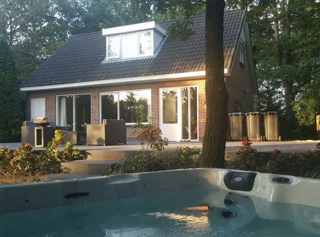 Jacuzzi/Sauna Villa 6p at Lake - EEN - House