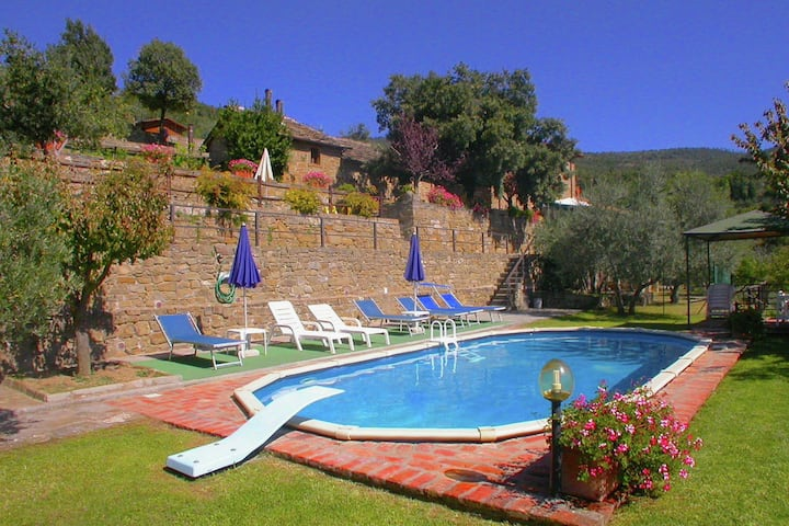 Spacious Cottage in Cortona with Swimming Pool