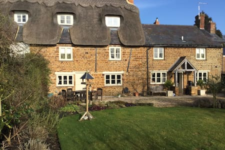 A Grade 2 Listed Thatched Cottage - Blakesley