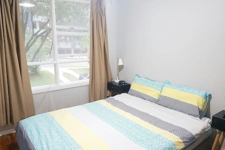 Natural Light Room & Convenience in Carlingford - Carlingford - Talo