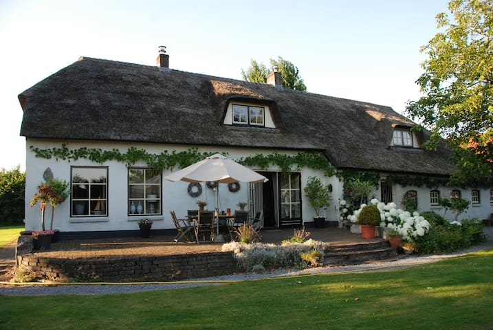 Sfeervolle luxe kamer in landelijke omgeving - Breda - ที่พักพร้อมอาหารเช้า
