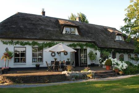 Sfeervolle luxe kamer in landelijke omgeving - Breda