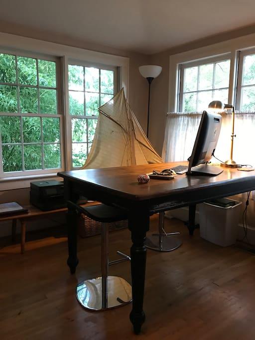 Office/lap-top ready