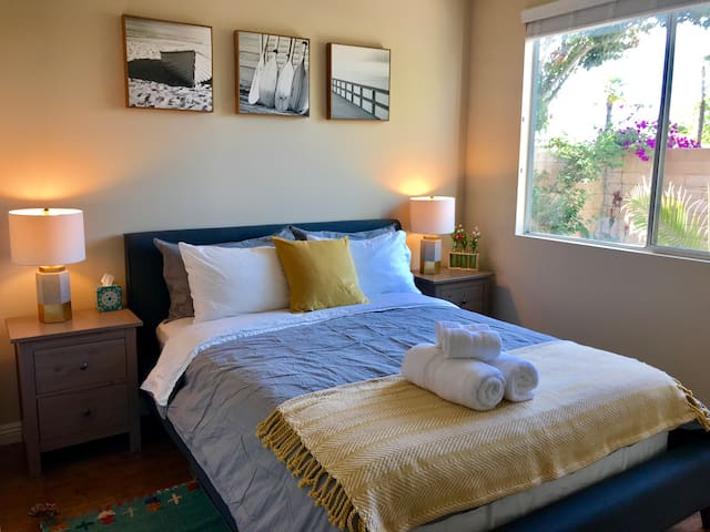 Luxury Bedroom With Private Bathroom close Disney