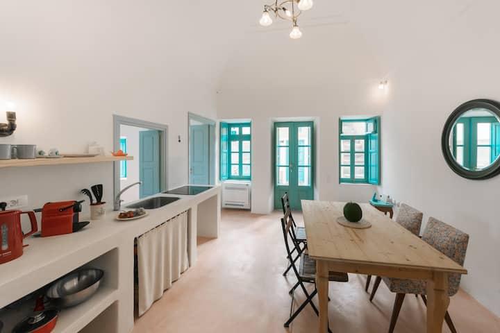Santorinio Yellow House - Sea View 2 Bedrooms