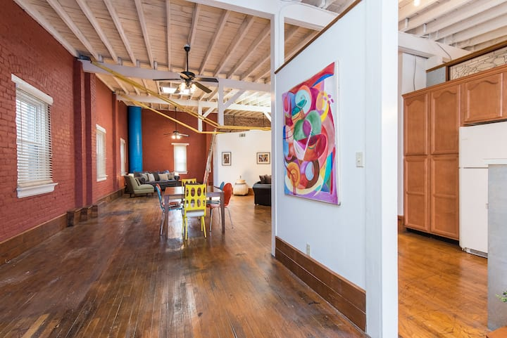 Le Deauville's Downtown Artistic Loft/Walk to Rupp