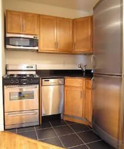 Best Utility Big Sunny Room with Balcony! - New York - Apartment