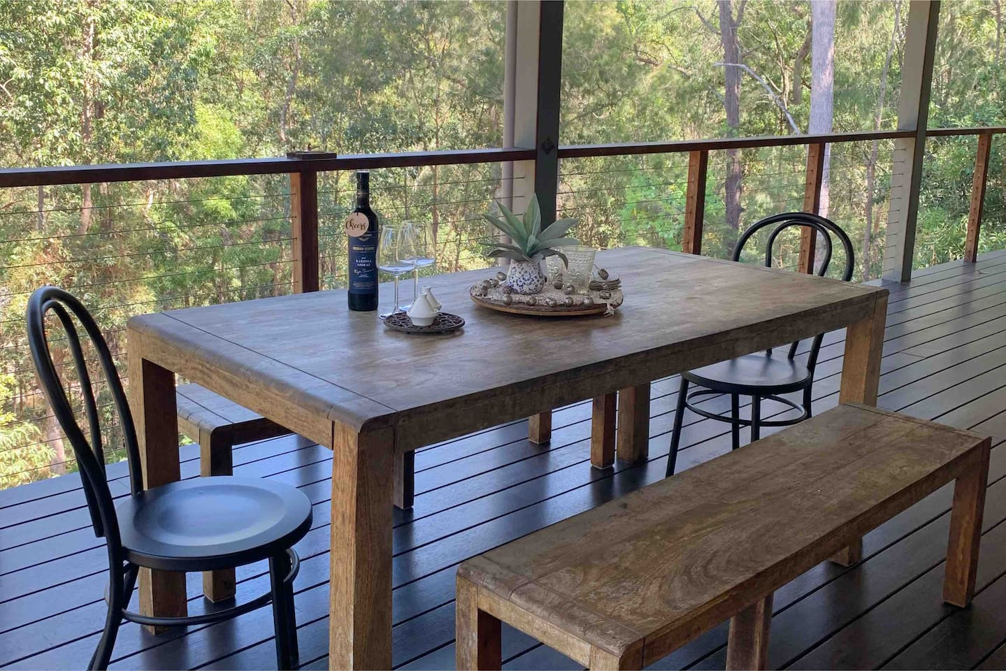 Harmonious location.. thoughtfully & peacefully designed with the country to Coast in mind.. this adorable bnb has two rooms on offer (2 queen size). Share with family & friends. Complimentary bottle of wine on arrival.