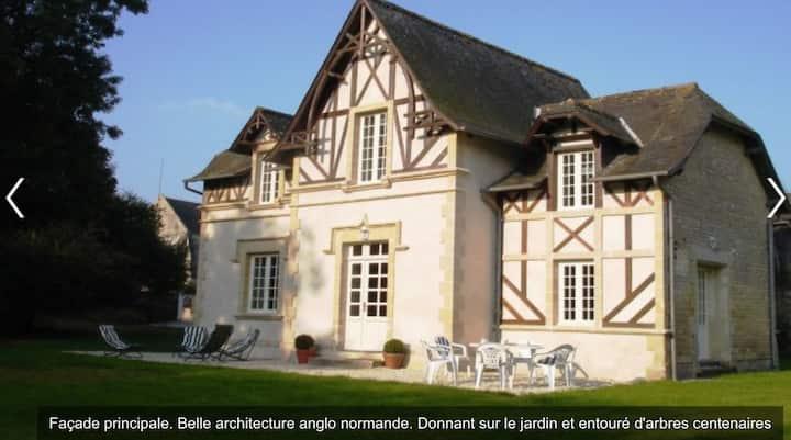 Charmante maison avec jardin, style anglo-normand