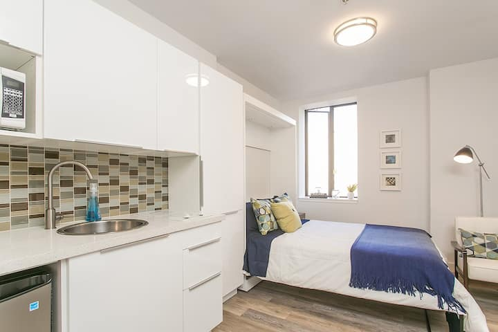 Downtown, Gastown living, in contemporary studio