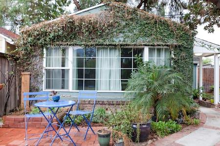 Cozy Hideaway - Pasadena