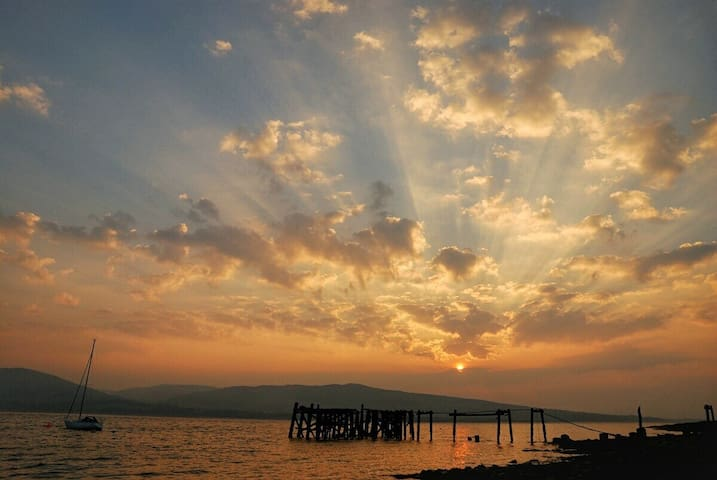 Port Bannatyne at sunset.