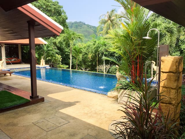 Luxury Independent Room in Stunning Private Villa - Amphoe Thalang - Huvila