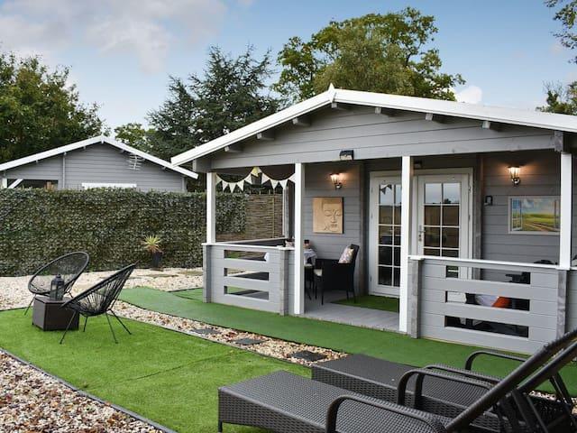 Sunset Log Cabin (UK13071)
