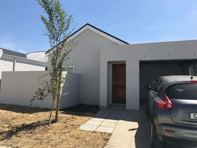 Brand new in the heart of the Winelands (Paarl)