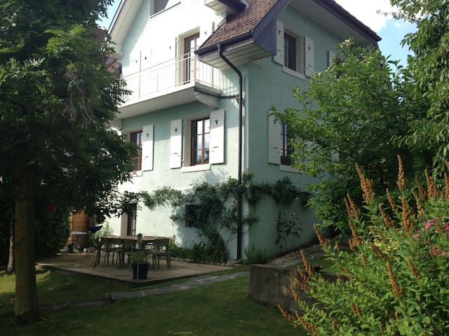 House with a nice garden in the heart of Lausanne - Lausanne - House