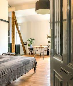 Modern Studio Apartment in Berlin- Charlottenburg