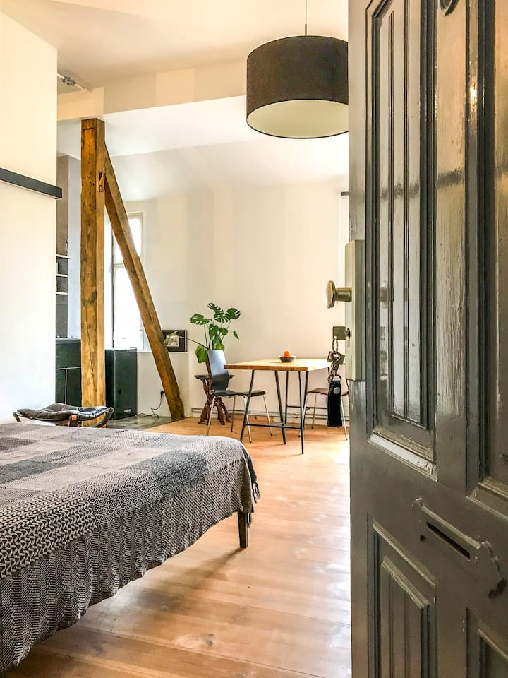 Modern Studio Apartment in Berlin- Charlottenburg