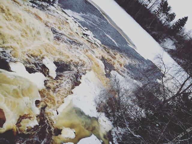 Дом у реки с водопадом. - Tuokslakhti - House