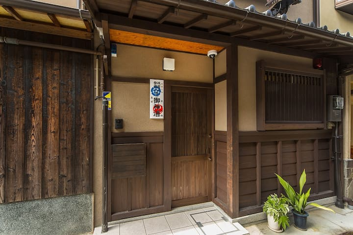 Here is Japanese style entrance.