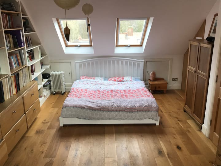 Large double bed room with ensuite and 3rd single