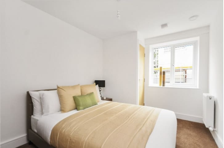 7Min Heathrow Luxury Doubleroom ensuite bathroom - Stanwell - Apartament