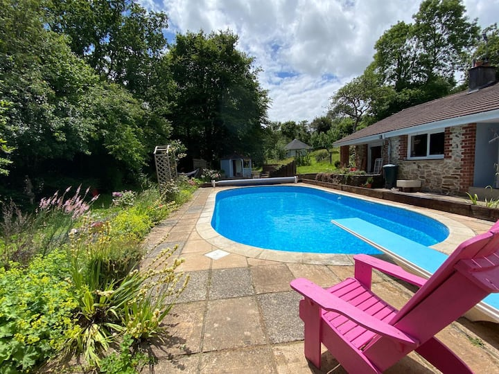 Family home with large garden, pool and hot tub