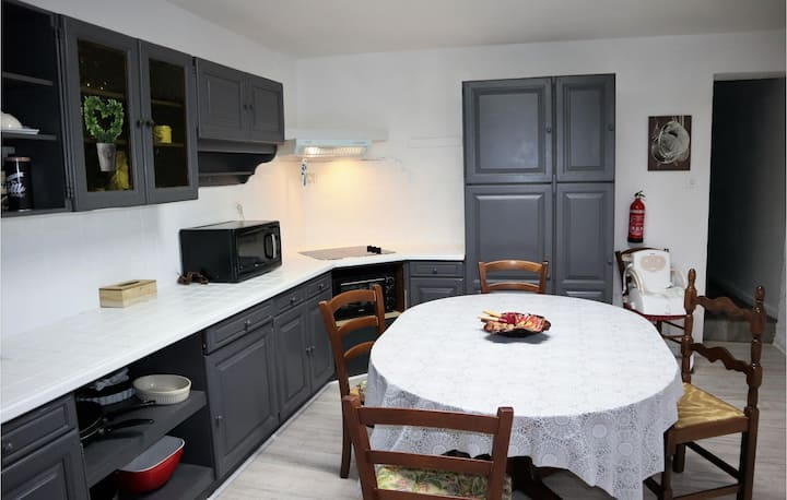 Stunning home in Saint-Eulalie-en-Royan with WiFi and 3 Bedrooms