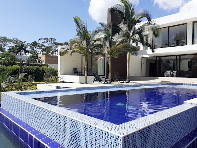 Hermosa casa campestre Villeta-Cundinamarca.