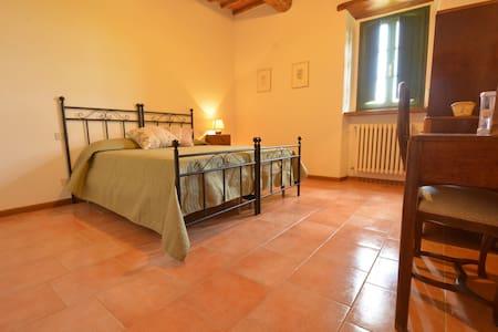 Prachtig B&B  in de Toscaanse heuvels - Ambra - Bed & Breakfast