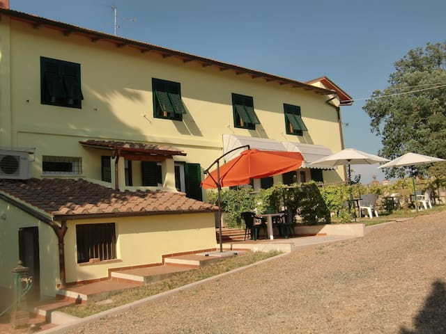Nice apartment in villa with A/C, WIFI, TV, panoramic view and parking, close to San Gimignano